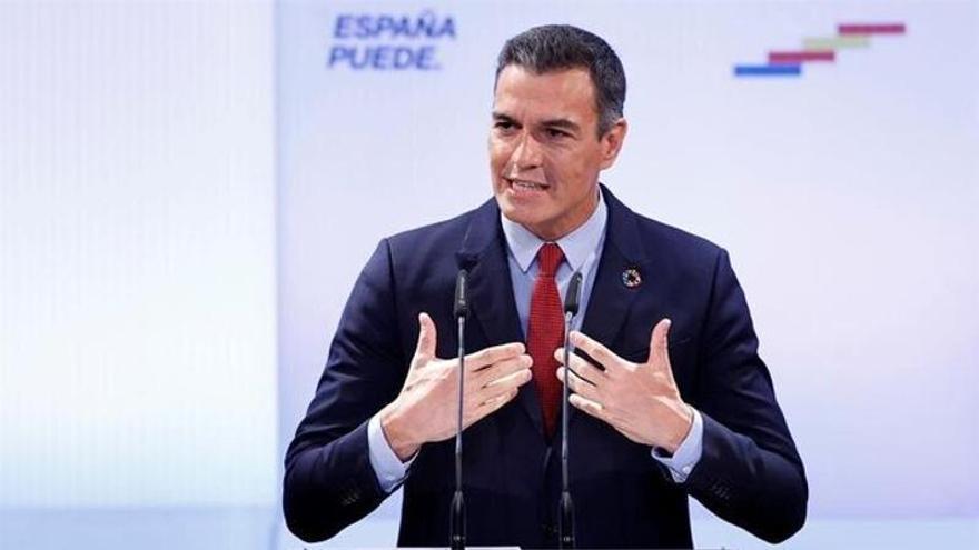 Pedro Sánchez se compromete a que la luz vuelva a final de año al precio de 2018