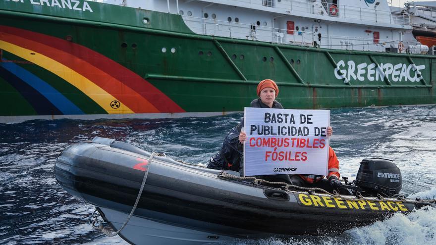 Greenpeace bloquea la entrada de un buque gasero en el puerto de Sagunt