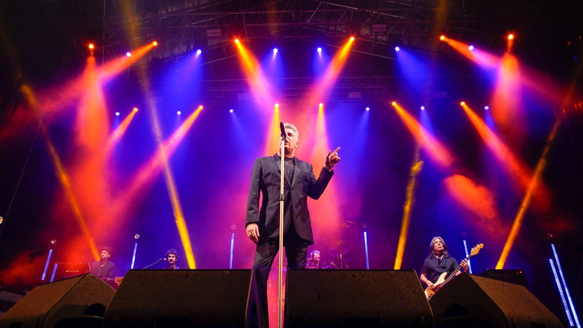 Loquillo llena de rock and roll y nostalgia el Peñíscola From Stage
