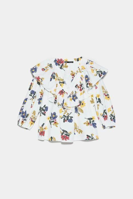 Blusa con estampado de flores de Zara. (Precio: 25