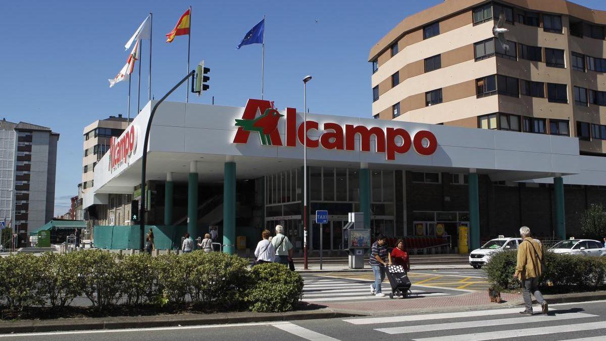 El hipermercado vigués de Coia vuelve a ser el más barato de España.