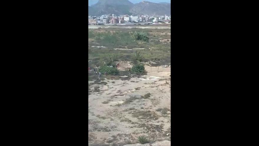 17 inmigrantes se fugan del pabellón de Cabezo Beaza