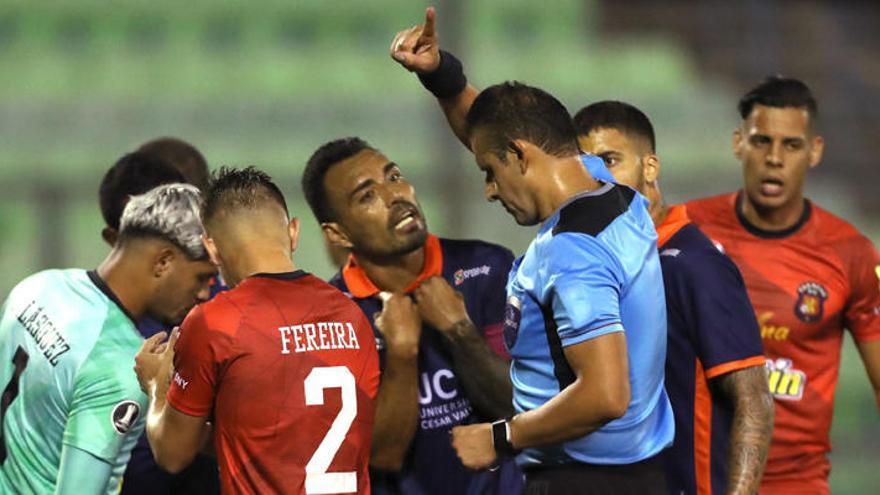 Fueras de juego, manos, cambios... las nuevas reglas del fútbol que vienen