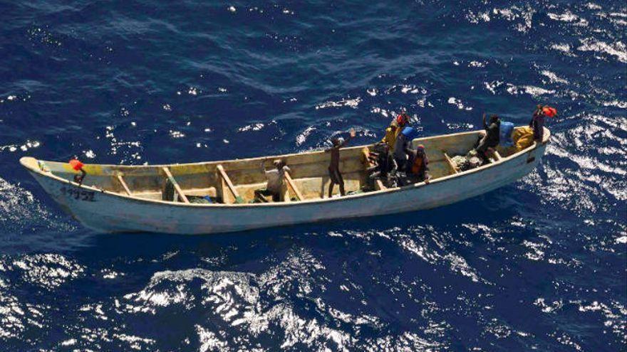 Salvamento localiza un cayuco con 11 inmigrantes muertos y otros en estado crítico en El Hierro