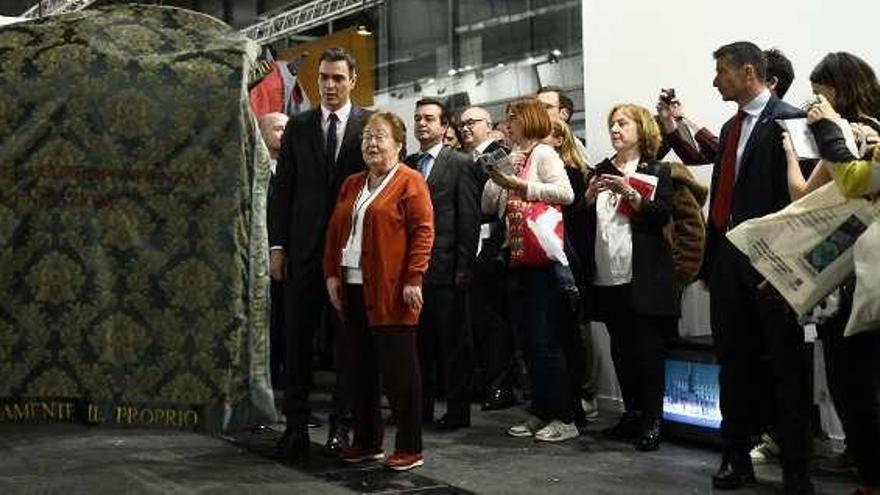 Sánchez también evita el 'ninot' de Felipe VI en ARCO
