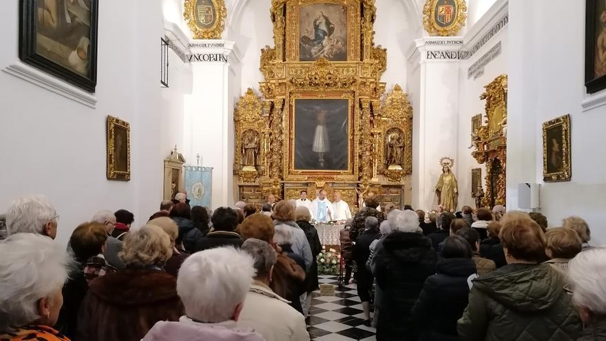 Toro revive en San Julián el rezo del rosario de la Medalla Milagrosa