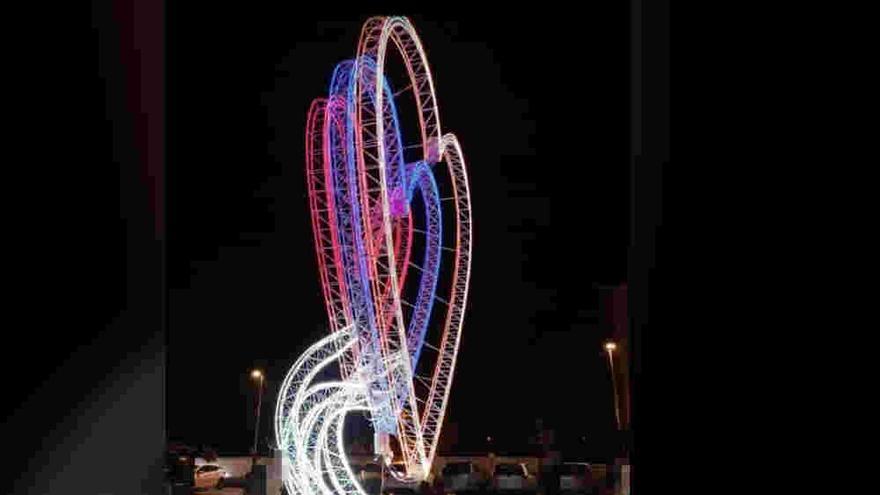 Meaño anticipa la iluminación navideña con un corazón led en la plaza de Dena