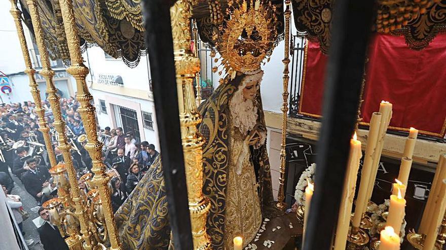 Presentación del manto de la Virgen de las Lágrimas