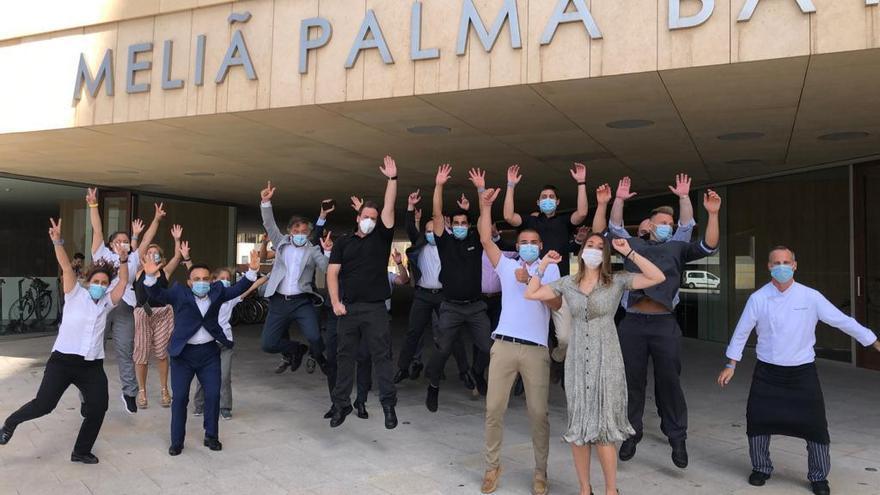 Alegría entre los trabajadores del Meliá Palma Bay al reabrir sus puertas
