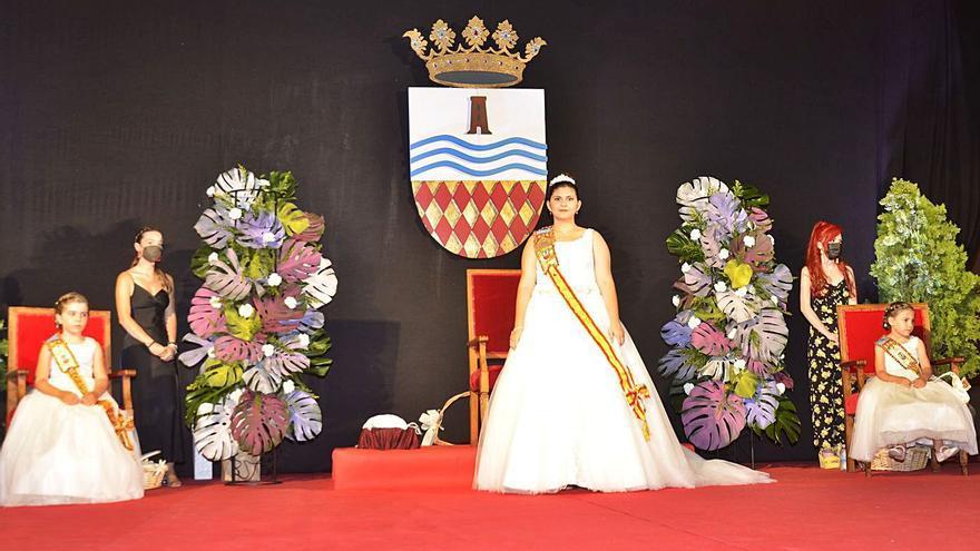 Ester Julià ya luce como reina de las fiestas patronales de Moncofa