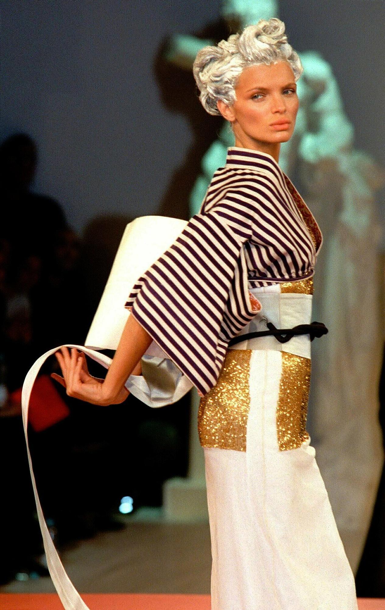 Esther Cañadas vuelve a estar de moda