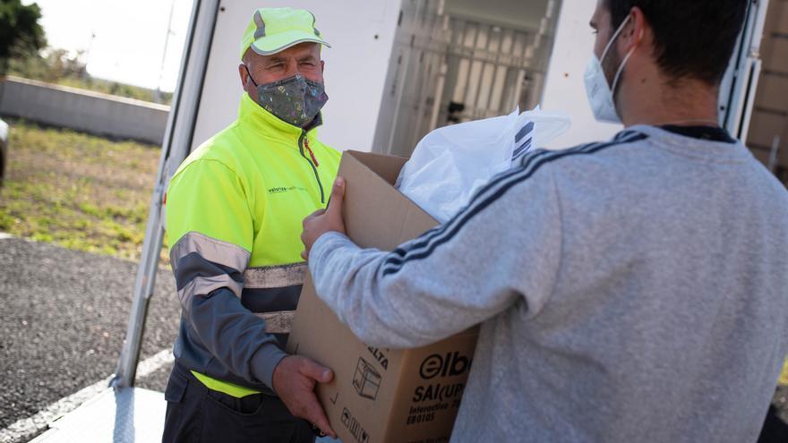 El Punto Limpio móvil recoge dos mil residuos especiales en su primer mes en servicio