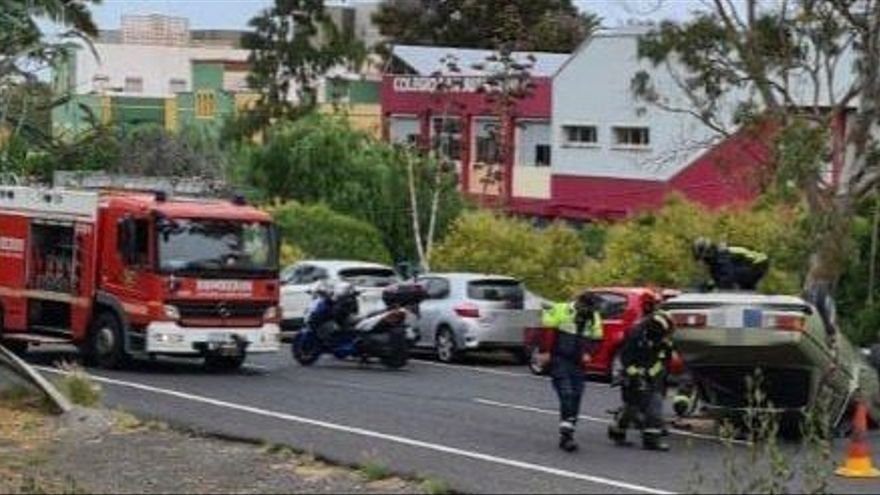 Una conductora resulta ilesa tras volcar su vehículo en Gran Canaria