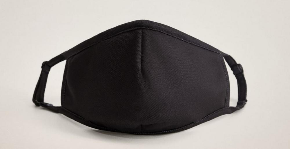 Uno de los cinco modelos de mascarillas de la cole