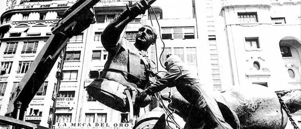 La radio revive el día en el  que Franco fue descabalgado