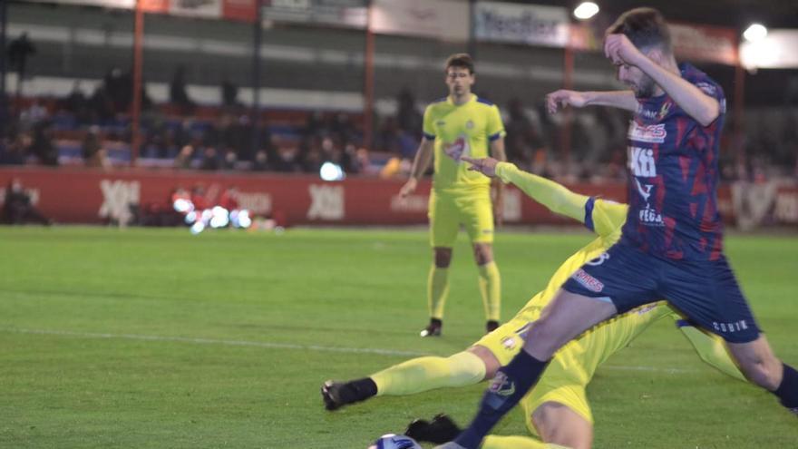 El Lorca Deportiva se impone al Yeclano y suma su primera victoria del curso (1-2)