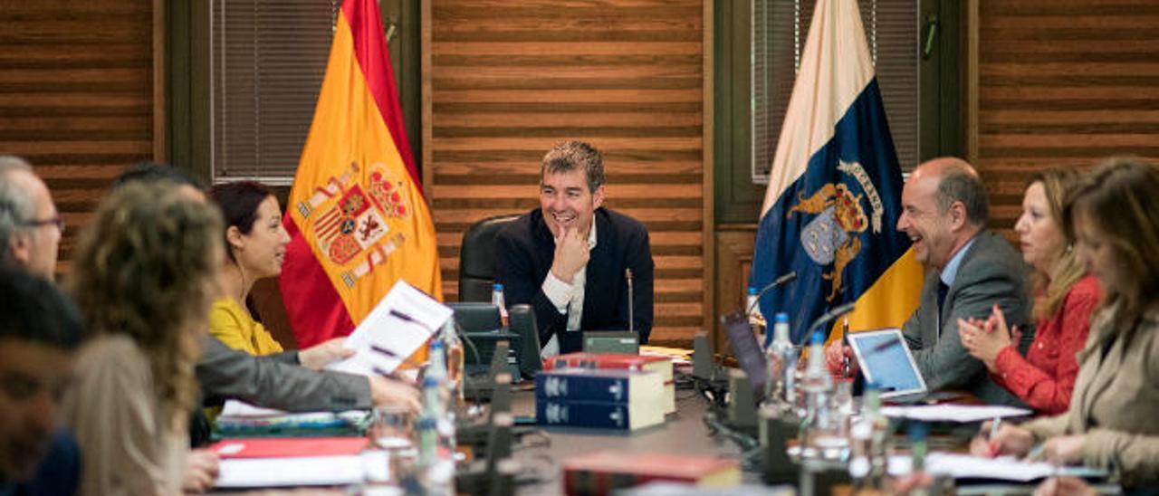 Canarias cifra en 837 millones la deuda a condonar por Madrid
