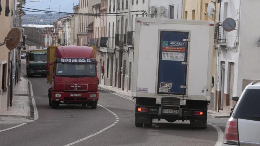 «Más de 200 camiones cruzan cada día por nuestro municipio»