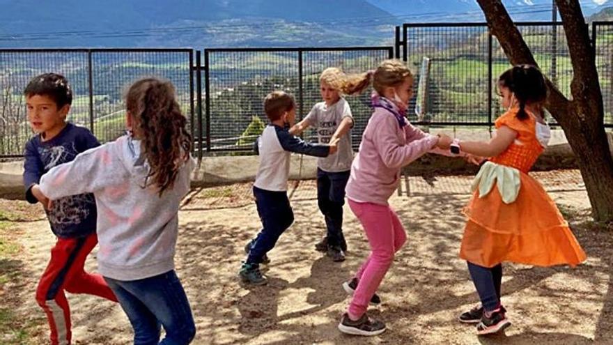 La Cerdanya reprèn el projecte que porta el ball tradicional a les escoles