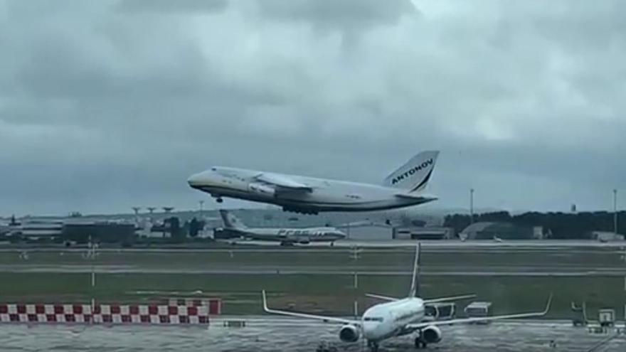 Así despega uno de los mayores aviones de carga del mundo desde Manises