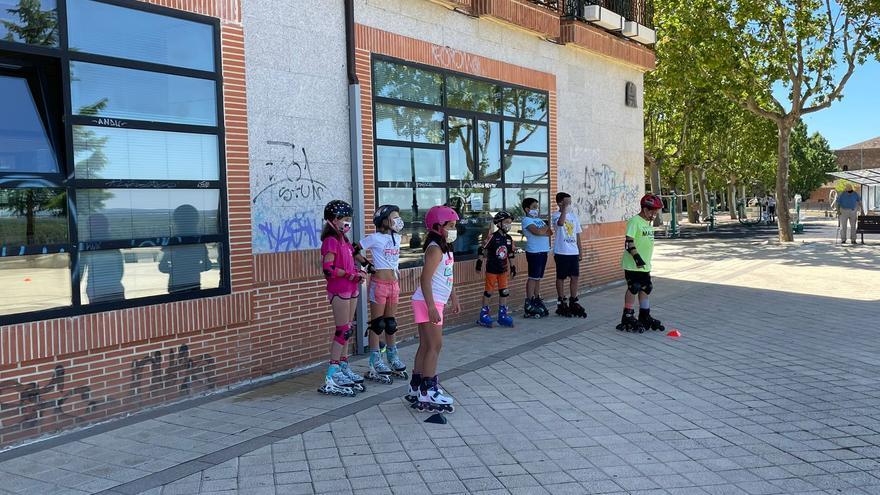 El programa Muévete continúa con una actividad de patinaje