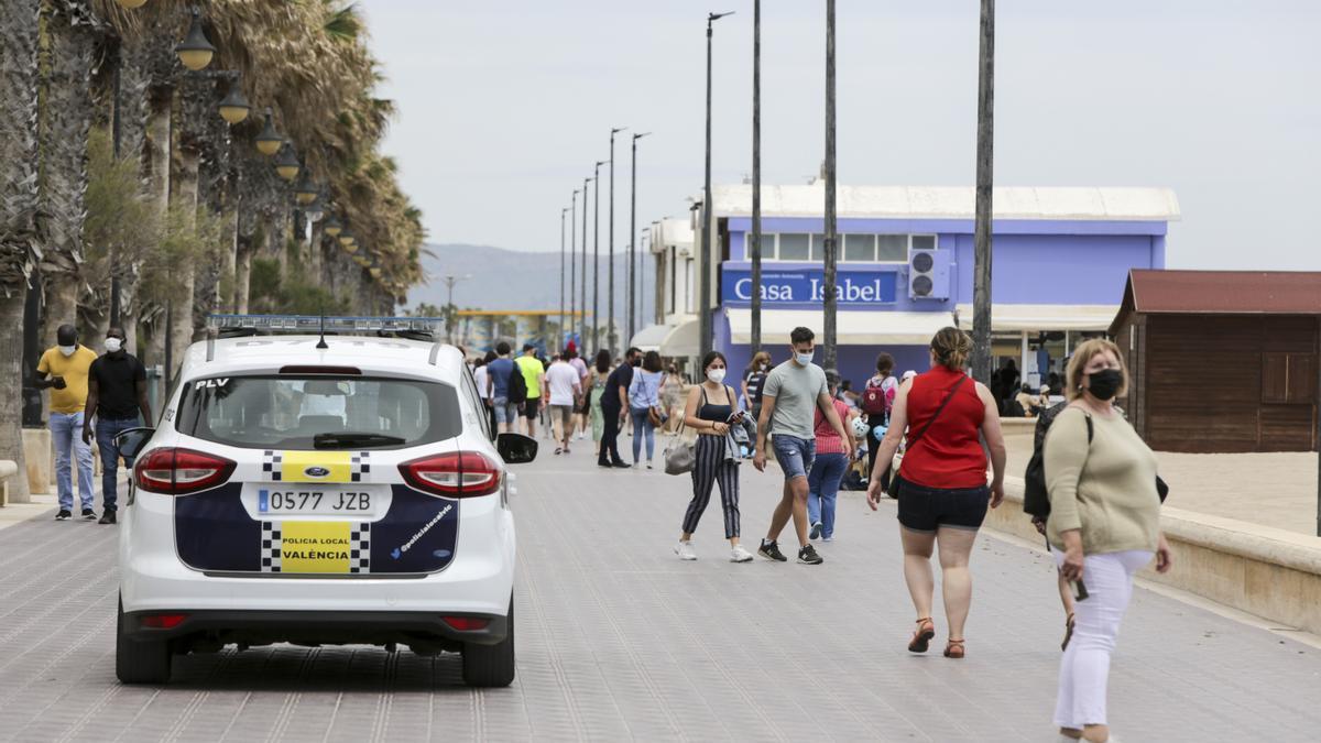 Control policial en la playa