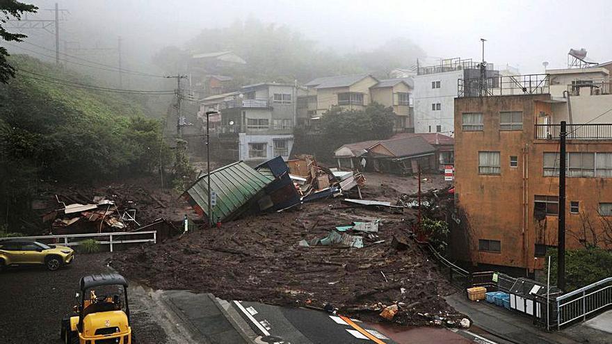Les pluges torrencials causen almenys dos morts i vint desapareguts al Japó