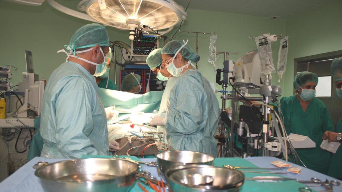 Intervención cardiaca en el Hospital Clínico.