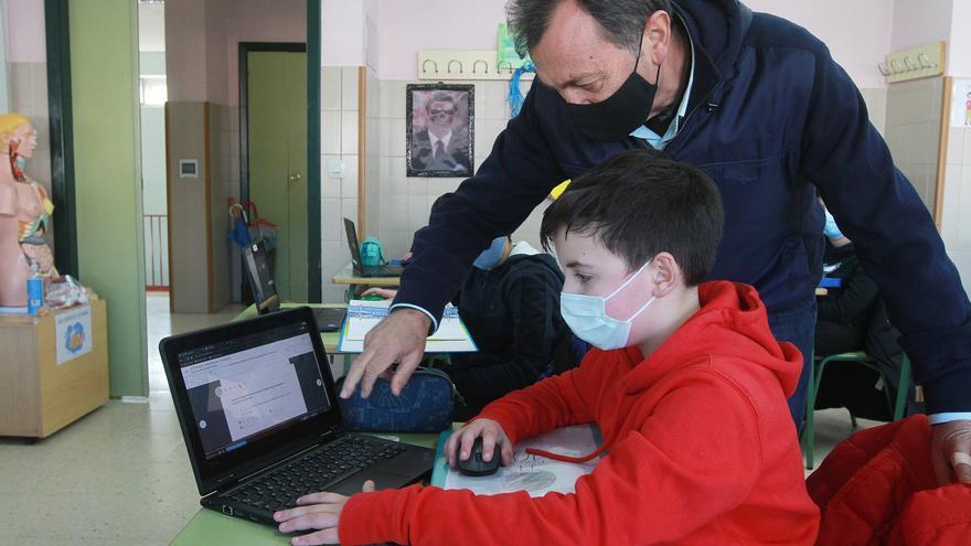 Los casos de COVID en centros educativos coruñeses han caído un 35% esta semana