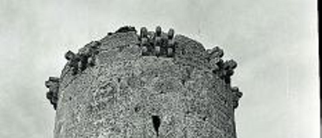 La Torre y su entorno, con las cuevas, está declarada BIC.  a.p.   IMAGEN CEDIDA POR  MANUEL PASTOR CAMARENA