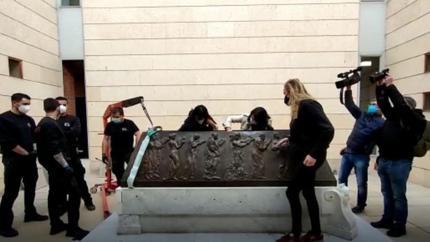 El sarcófago de Blasco Ibáñez inicia su último viaje