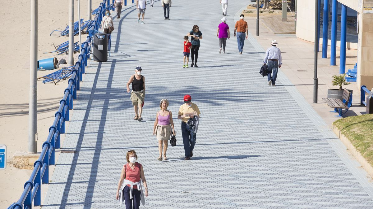 The weather will invite this weekend to enjoy walks, streets, squares, beaches and the mountain