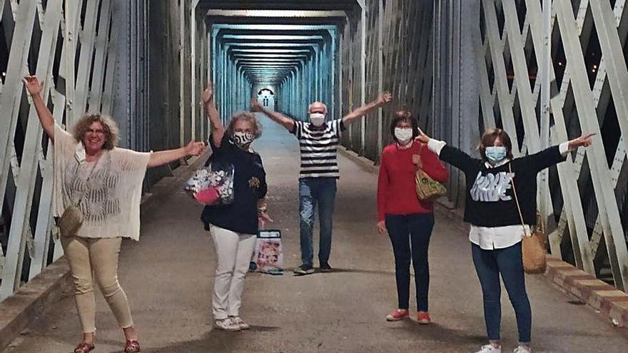 Reencuentro en la frontera de Tui-Valença a medianoche tras cuatro meses separados