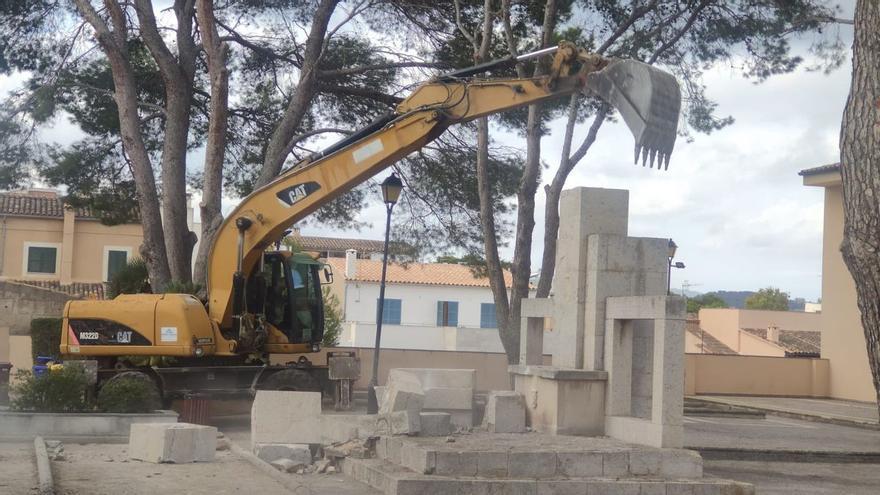Son Servera retira por sorpresa el monumento franquista de la Cruz de los Caídos