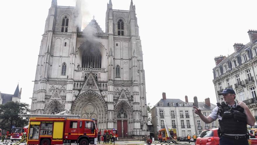 Incendio en la catedral de San Pedro y San Pablo de Nantes (Francia)