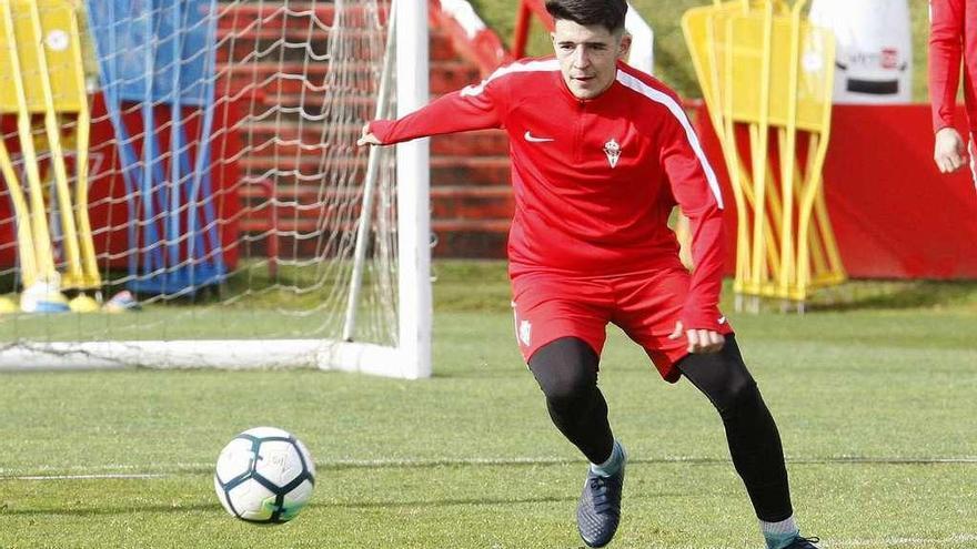 El juvenil David completa el entrenamiento del primer equipo