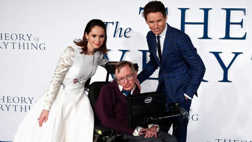 """Eddie Redmayne, Stephen Hawking en la ficción: """"Hemos perdido al hombre más divertido del mundo"""""""