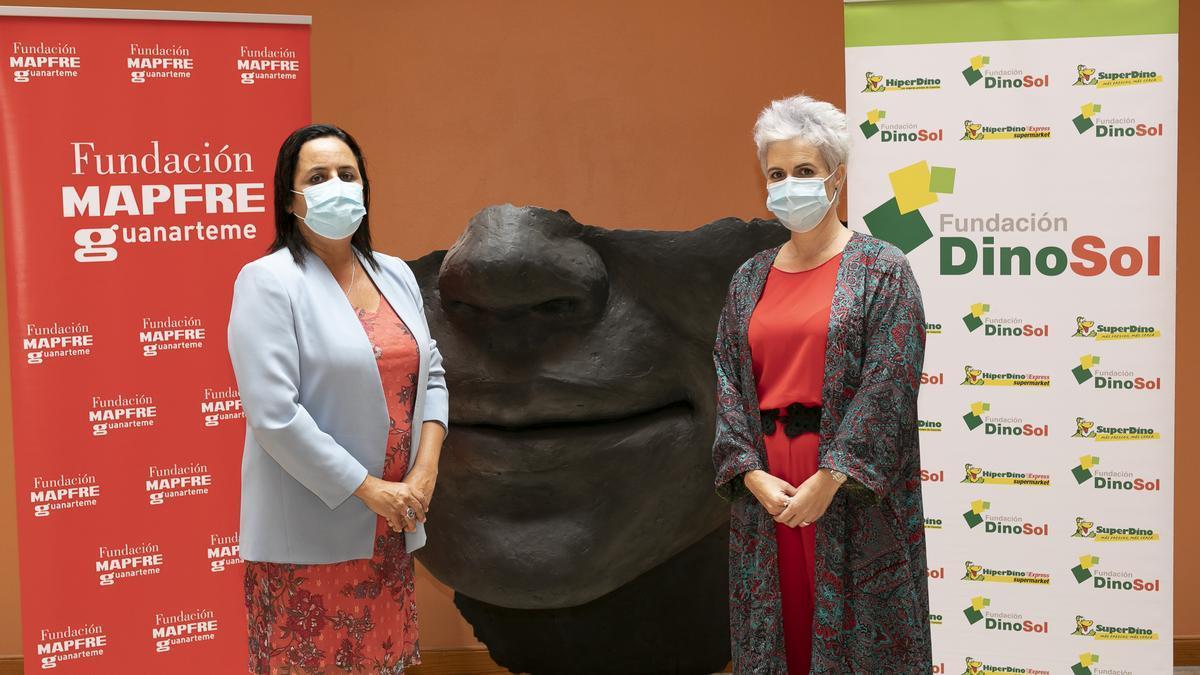Esther Martel, directora de la Fundación MAPFRE Guanarteme, y Virginia Ávila, directora de la Fundación DinoSol