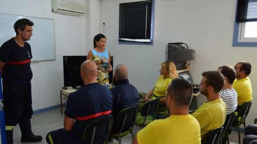 Dieciocho trabajadores integran la brigada contra los incendios forestales en Mos