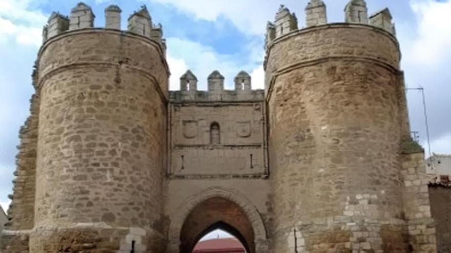 Puerta Villa de Villalpando.