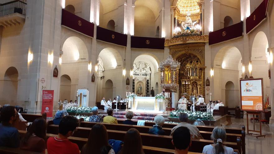 El obispo Jesús Murgui preside en la Concatedral de San Nicolás el inicio de la fase diocesana del Sínodo