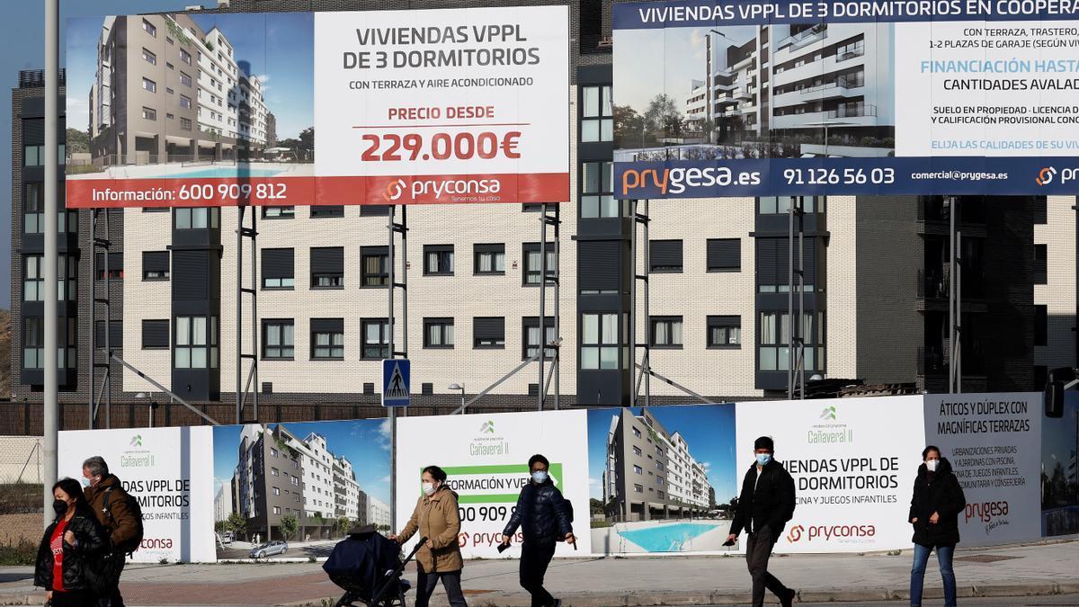 Carteles de venta de viviendas.