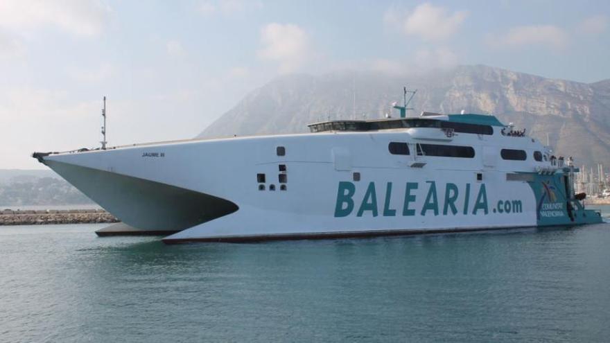 Mallorca-Fähren stoßen im Hafen von Port d'Alcúdia zusammen