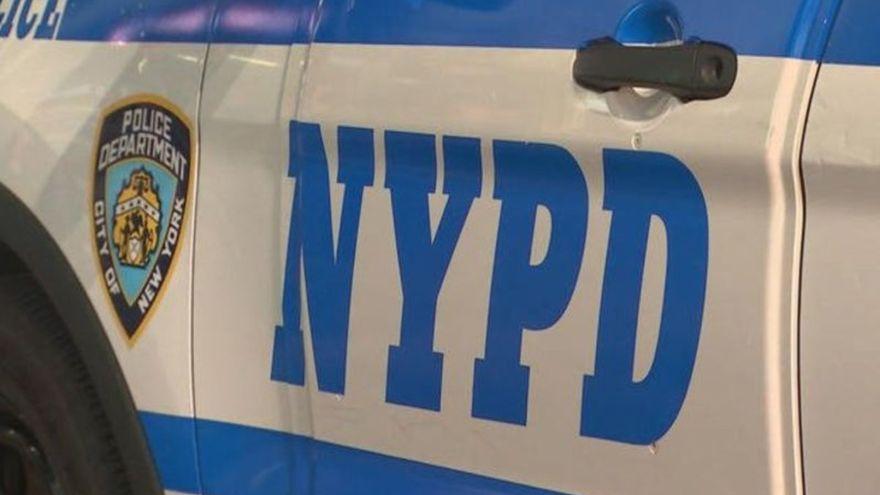 Una mujer detenida por atropellar y matar a un policía en Nueva York