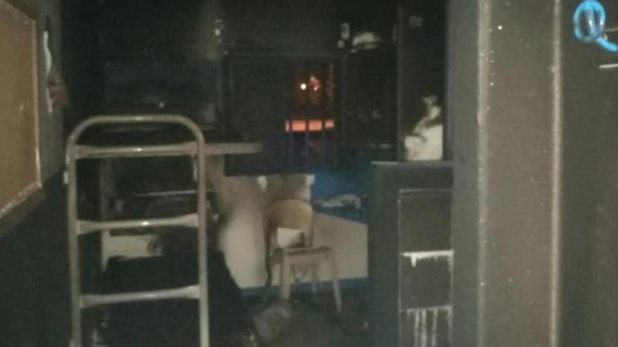Herido grave un preso de la cárcel de Villena tras causar un incendio en su celda