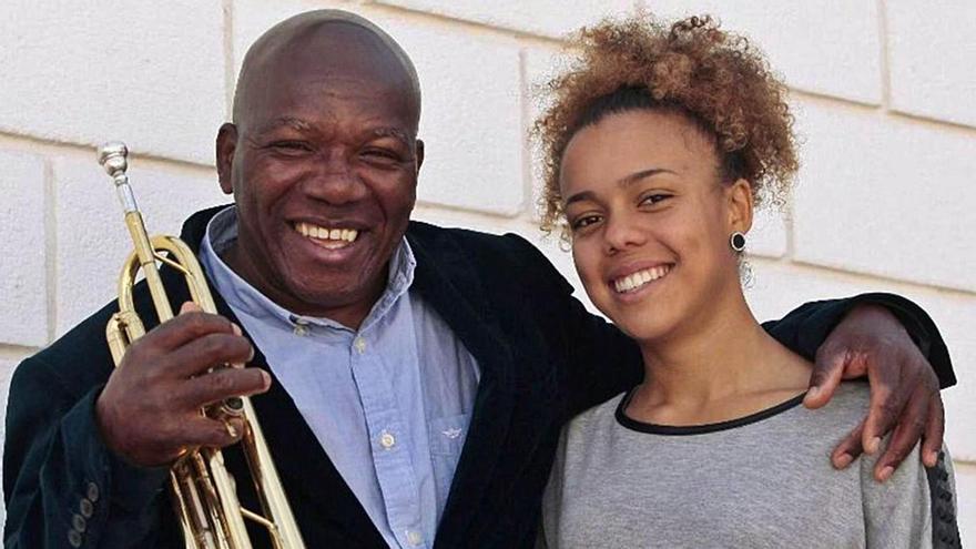 Nilo Caparrosa, nacido en Santo Domingo (República Dominicana, 1957), junto a su hija Sislena.