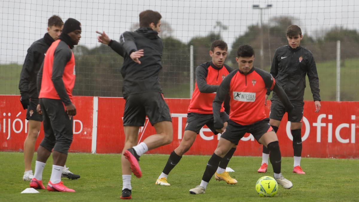 Jugadores del Sporting, entrenándose en Mareo