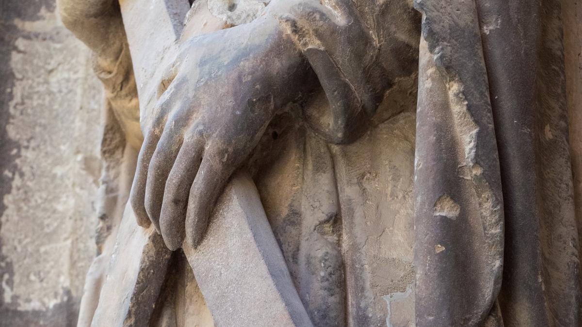 Denuncian el estado de la puerta de los Apóstoles de la Catedral