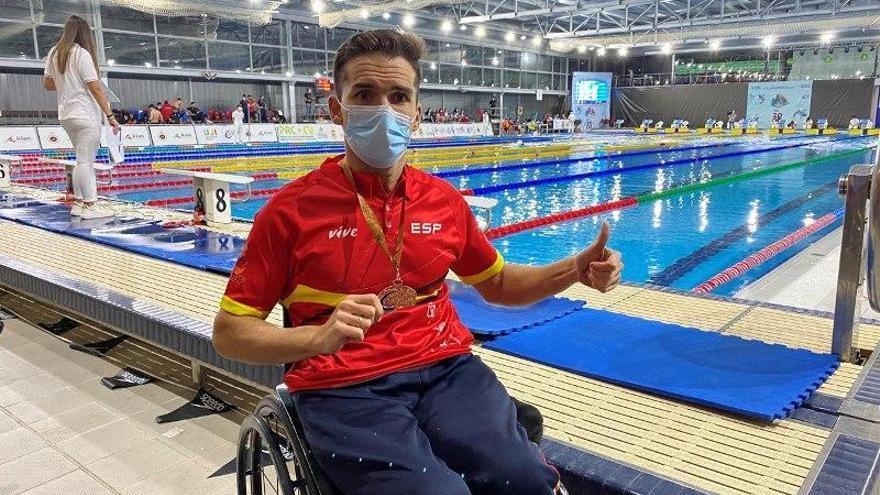Un bronce para Paco Salinas con España
