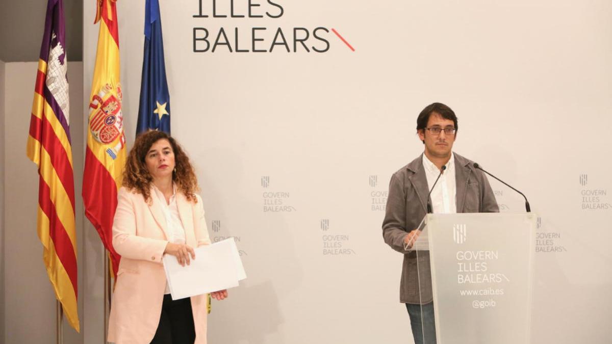 Pilar Costa y Iago Negueruela en la rueda de prensa tras el Consell de Govern.